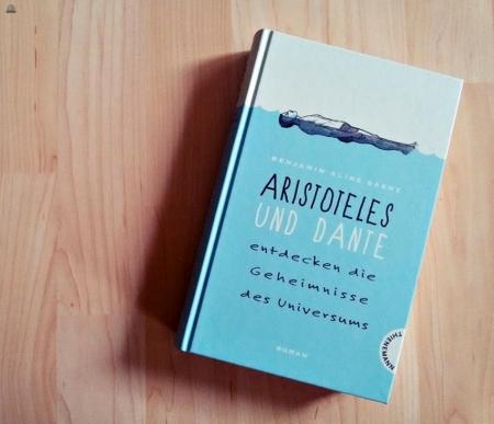 Aristoteles_und_Dante_entdecken_die_Geheimnisse_des_Universums_primeballerina