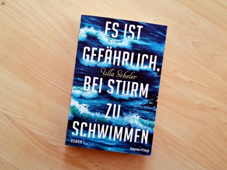 """Rezension zu """"Es ist gefährlich, bei Sturm zu schwimmen"""" von Ulla Scheler, 2016, Heyne fliegt (primeballerina's books)"""